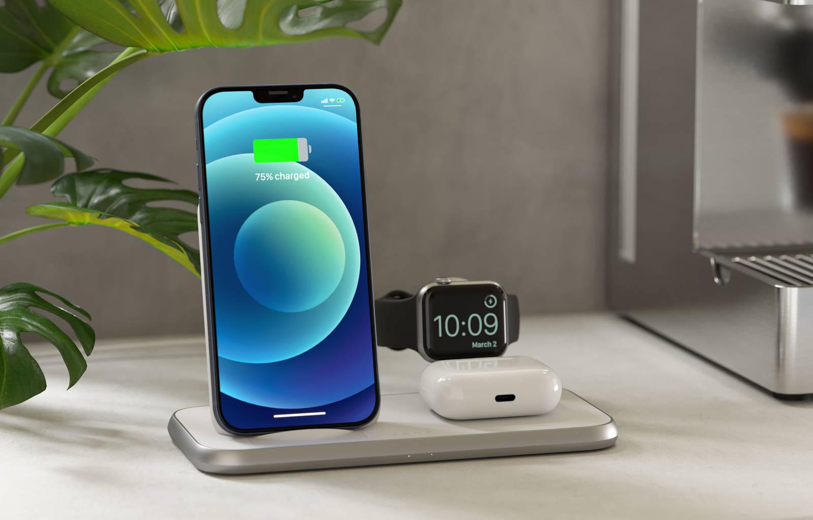 4-in-1 draadloze oplader met iPhone 12, Apple Watch en AirPods