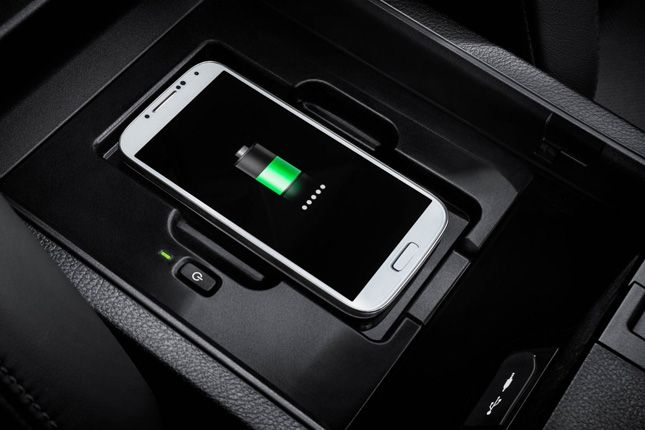Lexus NX 300h Wireless Charger
