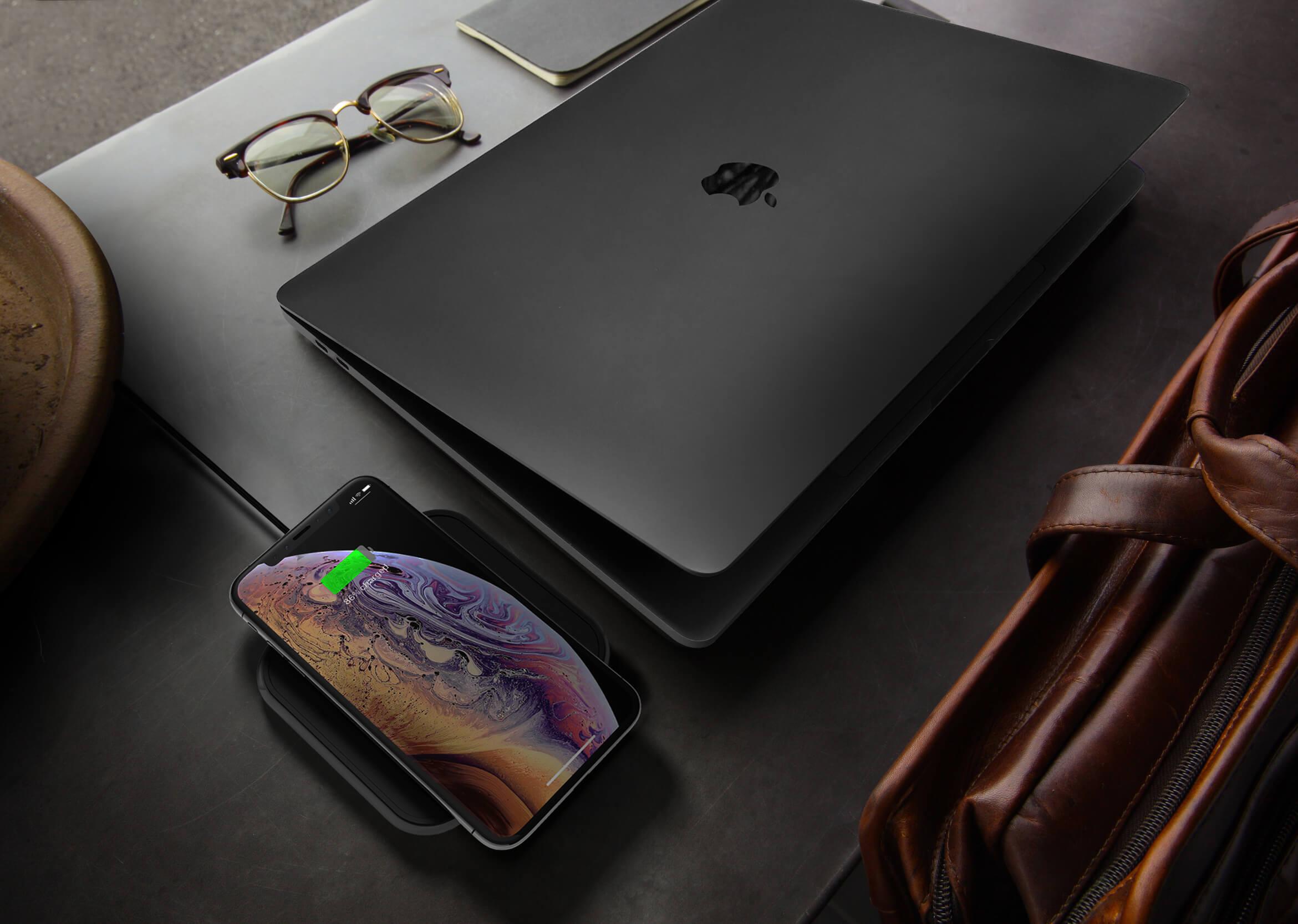 ZESC14B - Zens Single Aluminium Wireless Charger Lifestyle Image Business