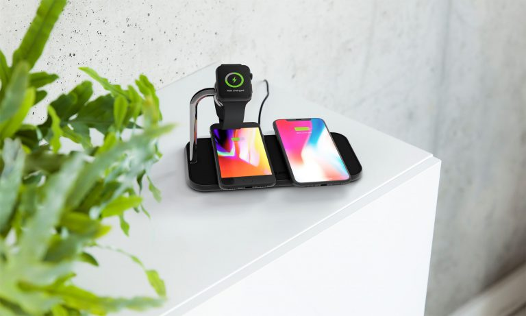 ZENS Dual Aluminium Wireless Charger Lifestyle Image